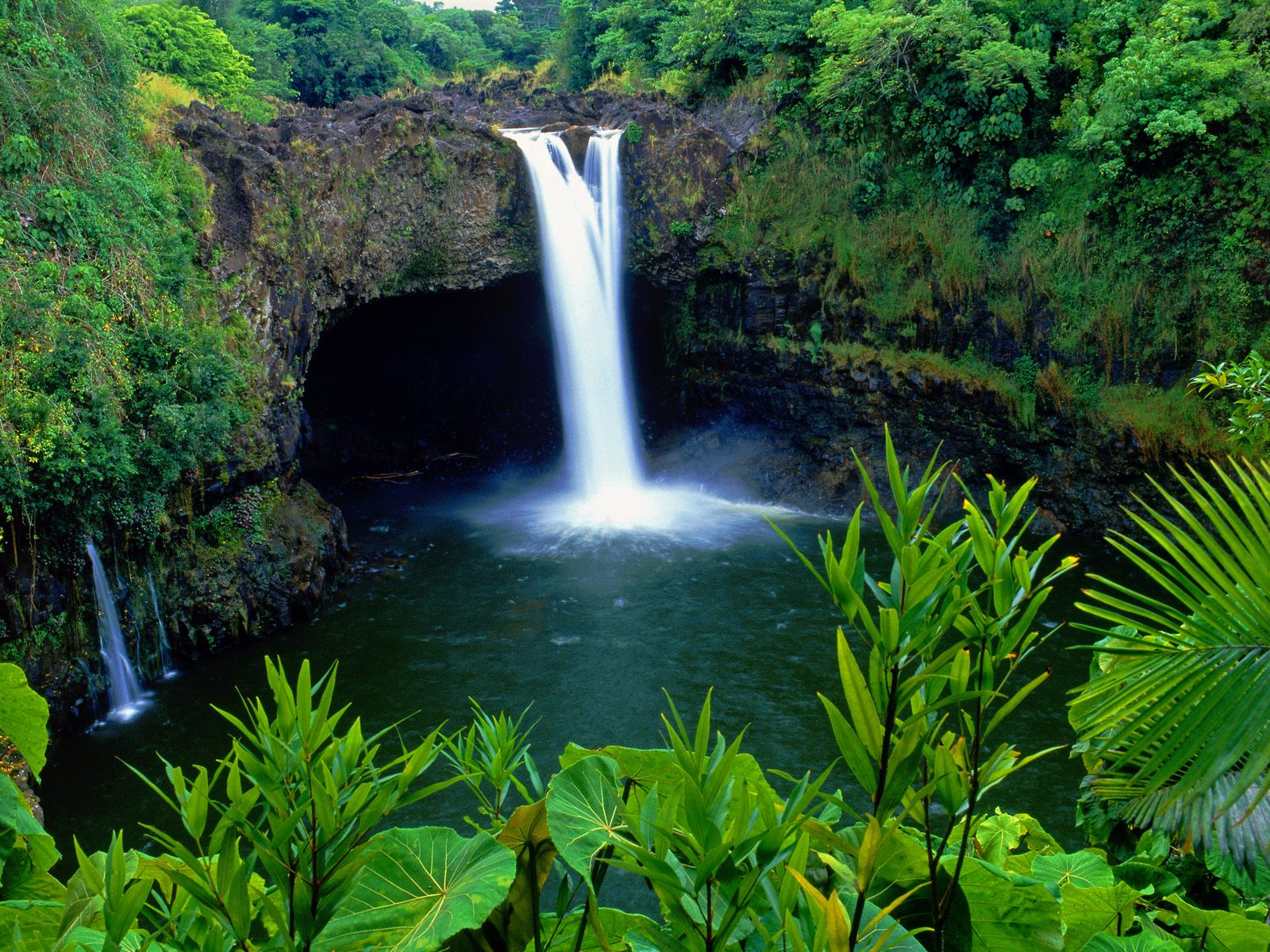 Rainbow Falls, Big Island, Hawaii.jpg